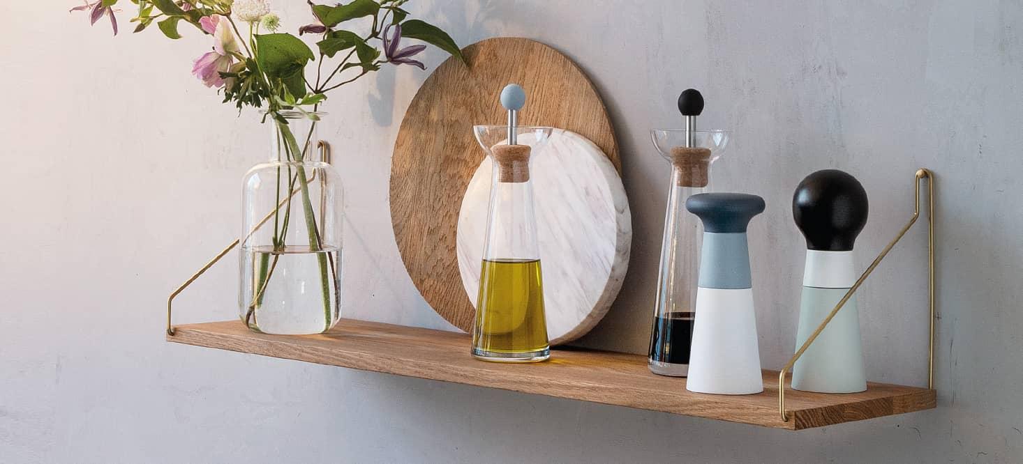 Vinegar & oil carafes: Glass, precious metal and cork